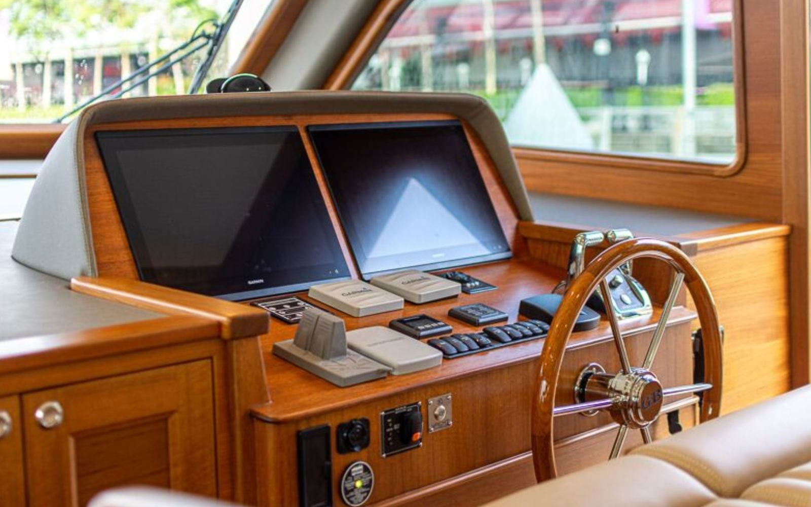 Discover the interior of the brand new Grand Banks 54 on Yachting Art!