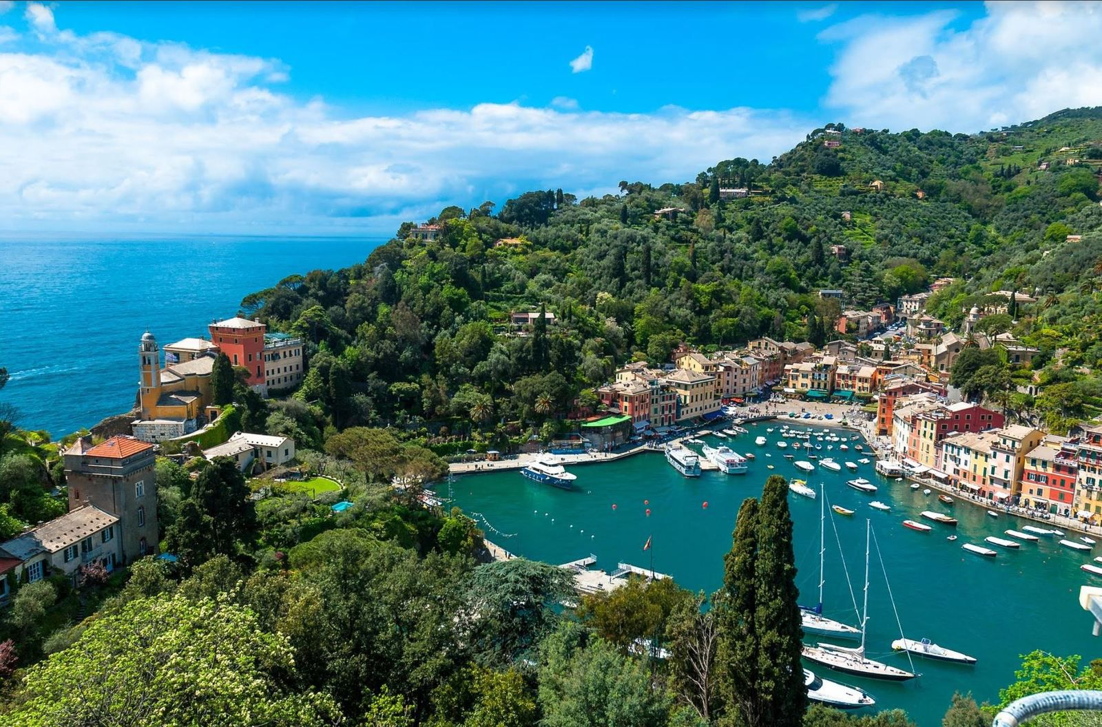 Discovering Portofino from the sea, from La Spezia...