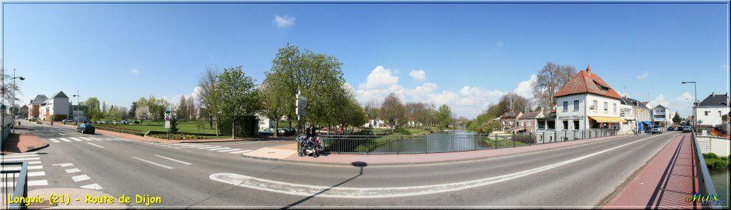 Le pont de Longvic : la plaque se trouve à droite de l'enseigne bleue que l'on aperçoit tout à fait à droite de la photo.