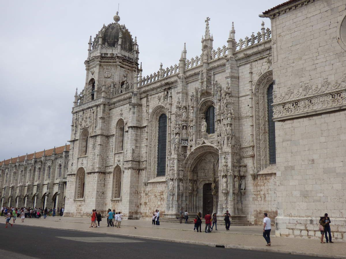 le monastère dos Jeronimos, la tour de Belém et le monuments des découvertes.