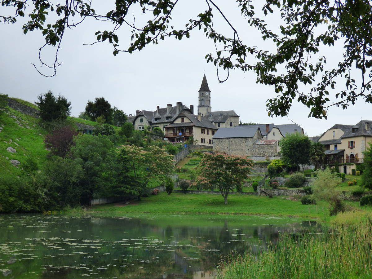 Le village de Castet
