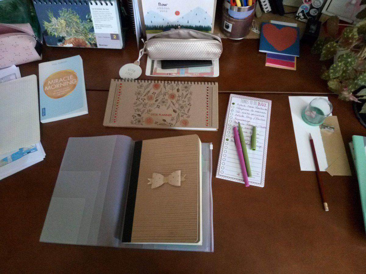 Mon Bullet journal sur mon nouveau bureau :)
