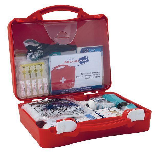 La trousse de secour , bandages , pansements désinfectant, etc