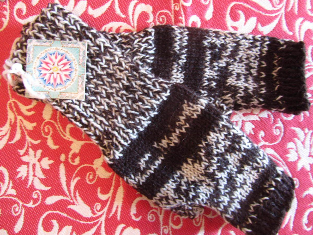 """Modèle long """"appel de la forêt"""", mains moyenne taille, en laine. Tarif: 35€"""