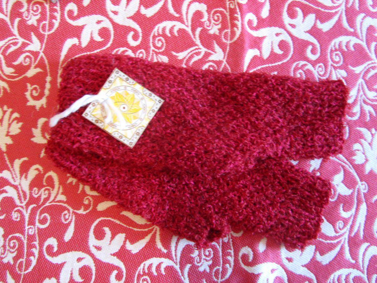 """Modèle long """"Rouge insolent"""", mains taille moyenne, en laine. Traif: 35€"""