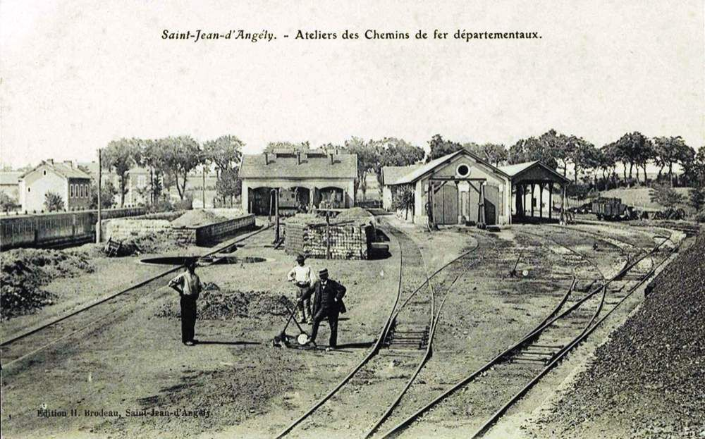 CP gare de St Jean d'Angely (coté voies)