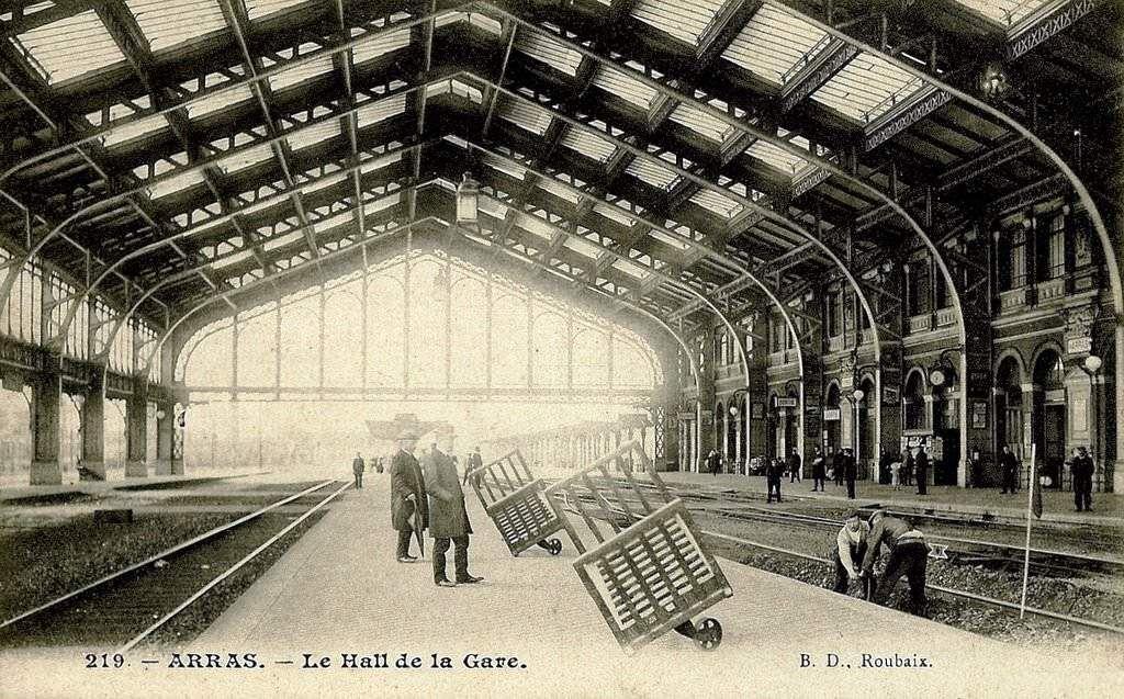 "CP gare d'Arras "" les quais de la gare"