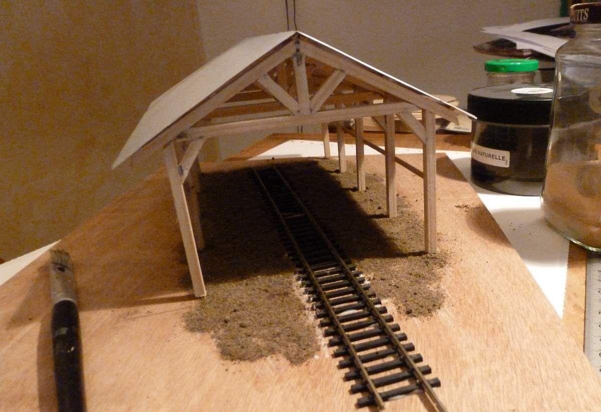 Construction d'un hangar pour le diorama d'une scierie