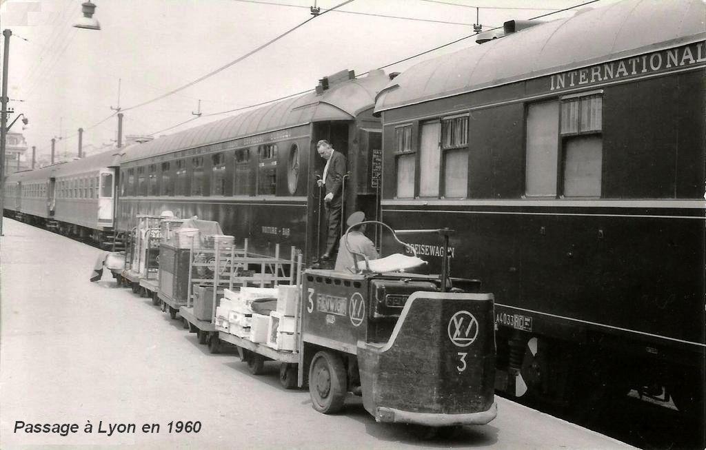 CP voiture CIWL en 1960 à Lyon