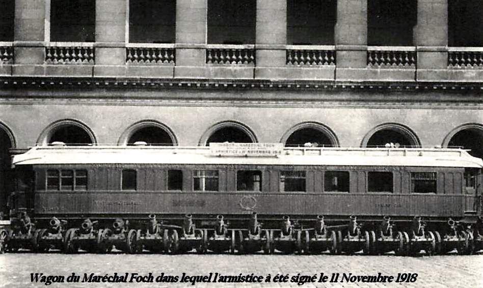 CP n°1 Voiture de l'armistice aux invalides à Paris
