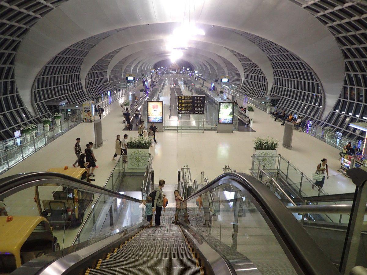Aéroport de Bangkok, 23h, décollage!
