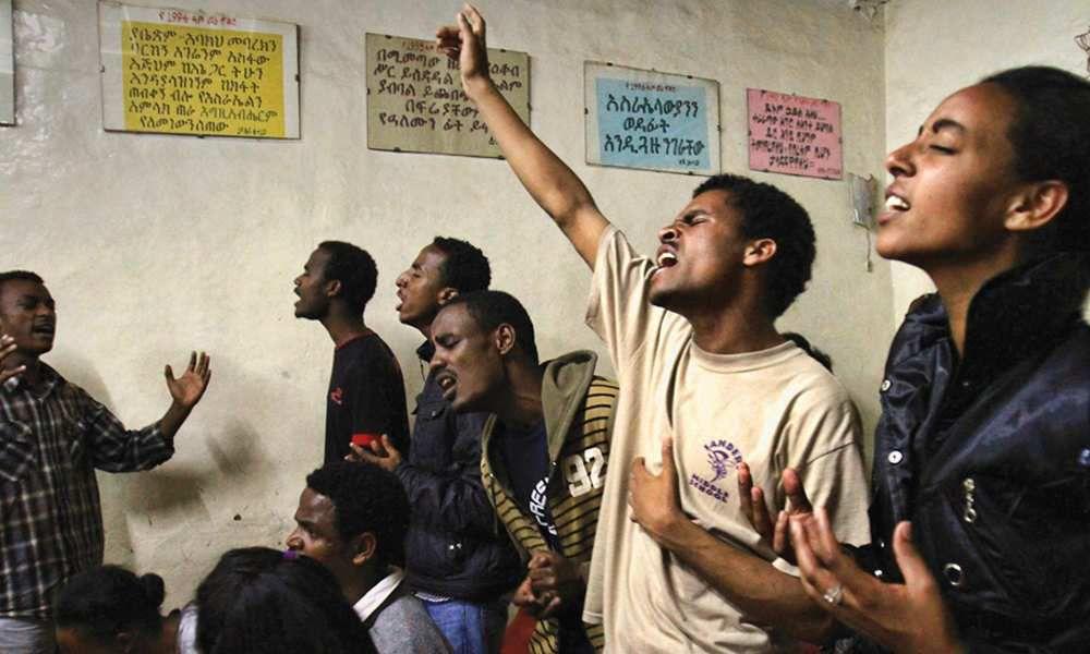 Même si les chrétiens sont majoritaires en Éthiopie, représentant près de 63 % de la population, la persécution y est pourtant réelle comme le montre l'arrestation et l'emprisonnement récents de sept chrétiens dans le nord-ouest du pays qui ont été accusés de prier contre le gouvernement.