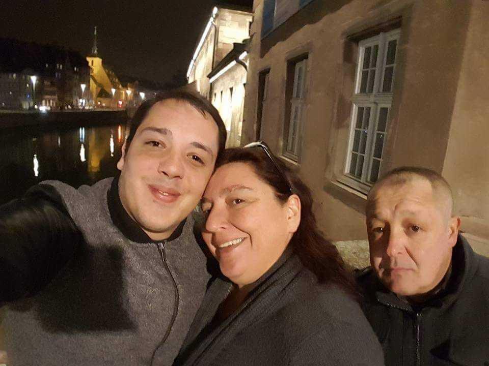 Mr et Mme Silva et leur fils unique actuellement entre la vie et la mort... (photo : Facebook/Ana Silva)