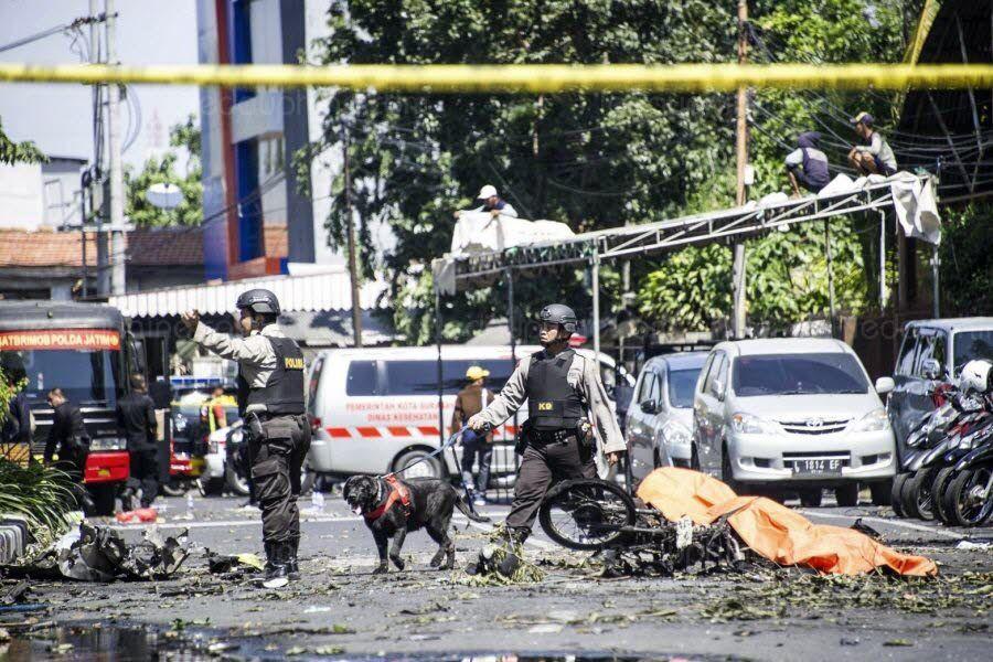 L'une des 3 églises attaquées après l'attentat de Surabaya, le 13 mai. Tout a été soufflé par l'explosion. (photo : Juni KRISWANTO/AFP)
