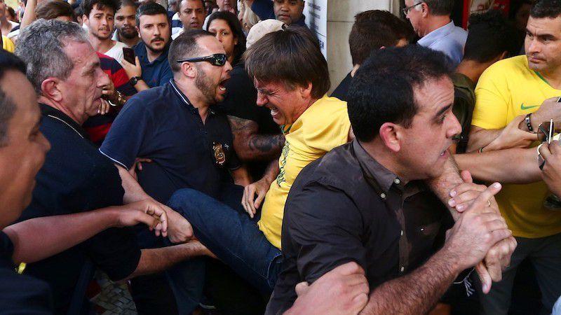 La lame de l'agresseur s'est enfoncé profondément dans l'abdomen de Bolsonaro, 63 ans, atteignant ses intestins et provoquant une hémorragie importante. (photo : DR)