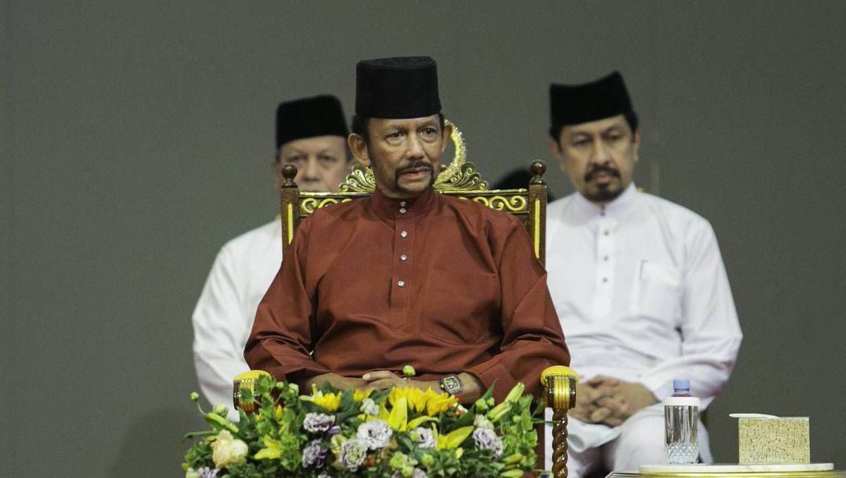 Le sultan Hassanal Bolkiah, monarque absolu de Brunei a fortement encouragé l'initiative de la mise en place de la charia sur son territoire. (photo : AFP)