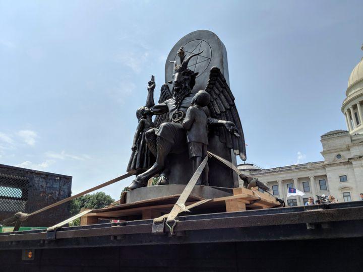 """En Alaska, la Cour suprême de l'État a statué que n'importe quelle """"divinité"""" peut être invoquée lors des réunions gouvernementales, donnant ainsi une victoire aux satanistes.(photo : Hannah Grabenstein / ASSOCIATED PRESS)"""