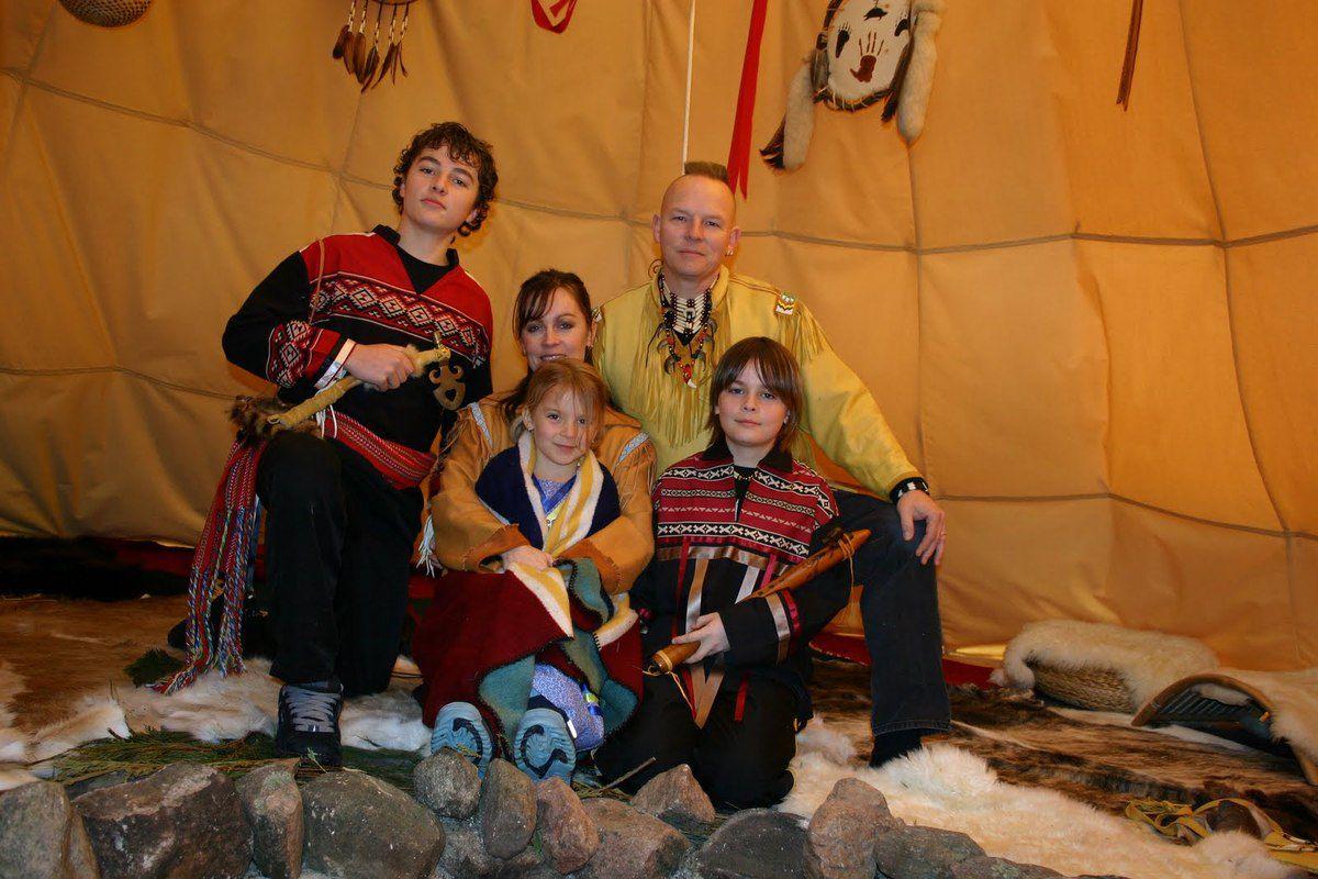 Jonathan Maracle et sa famille. (photo : brokenwalls.com)