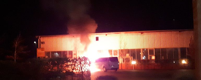 Vendredi 27 décembre 2019, le minibus d'une communauté évangélique a été incendié et son centre dégradé par un groupe d'activistes féministes. (photo : DR)