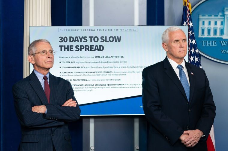 Le dr Anthony S. Fauci , directeur de l'Institut national des allergies et des maladies infectieuses et  le vice-président Mike Pence . (photo : The White House)