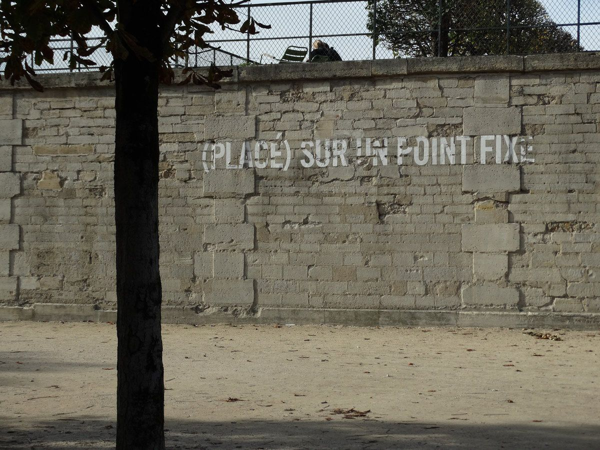 (Put) on a Fixed Point (Taken) from a Fixed Point - (Placé) sur un point fixe (Pris) depuis un point fixe - Lawrence Weiner