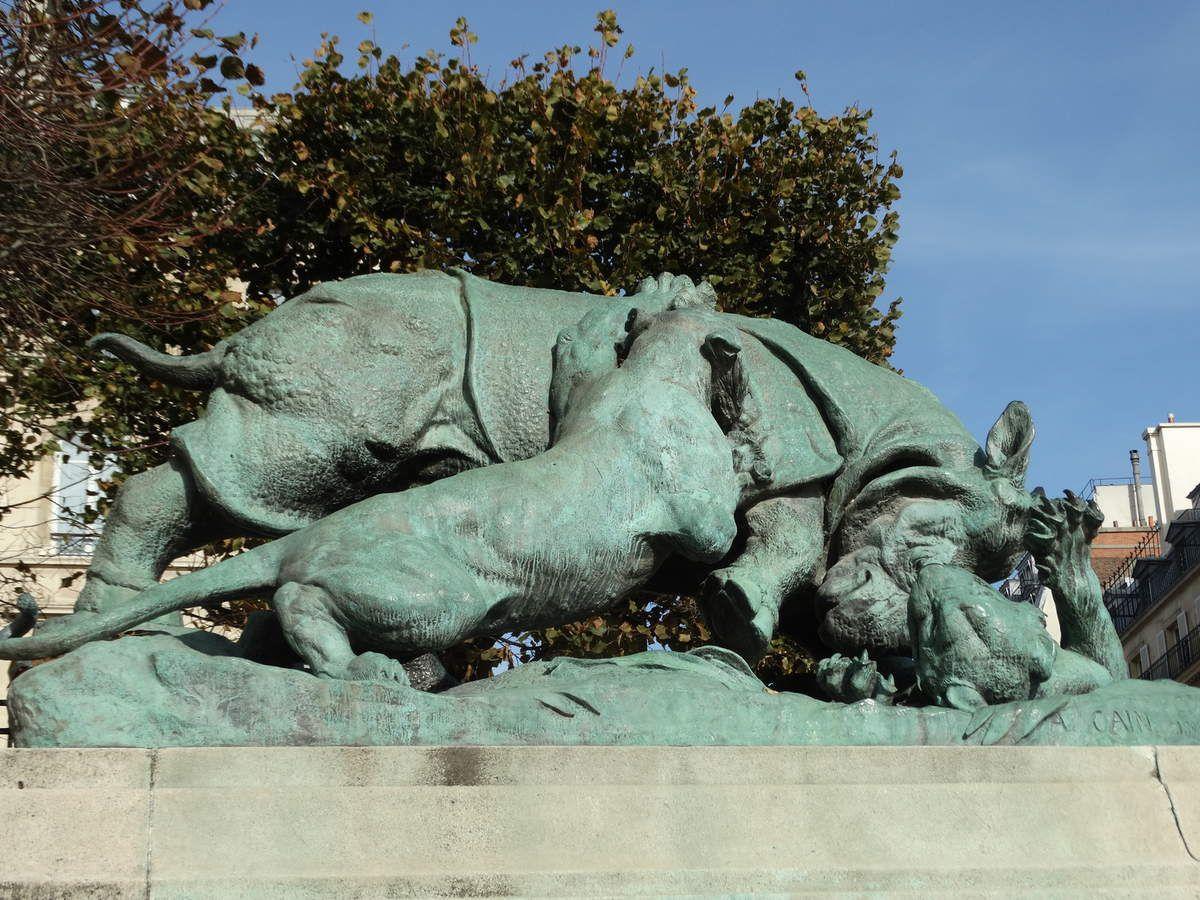 « Rhinocéros attaqué par un tigre