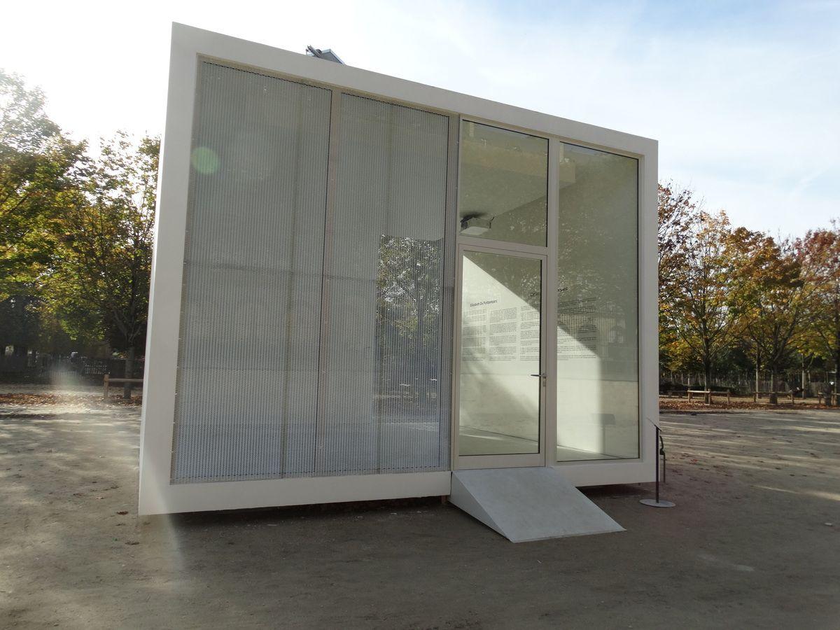 Replicable space, 2017,  Christian de Portzamparc, Panneau de gypse, briques, fi brociment, métal déployé, vitre de verre trempée,    4,65 x 6 x 6 m