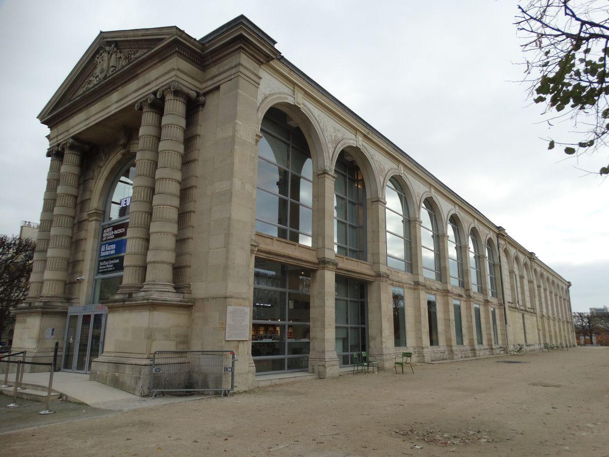 Paris – Le Jardin des Tuileries – Terrasse du Jeu de Paume.