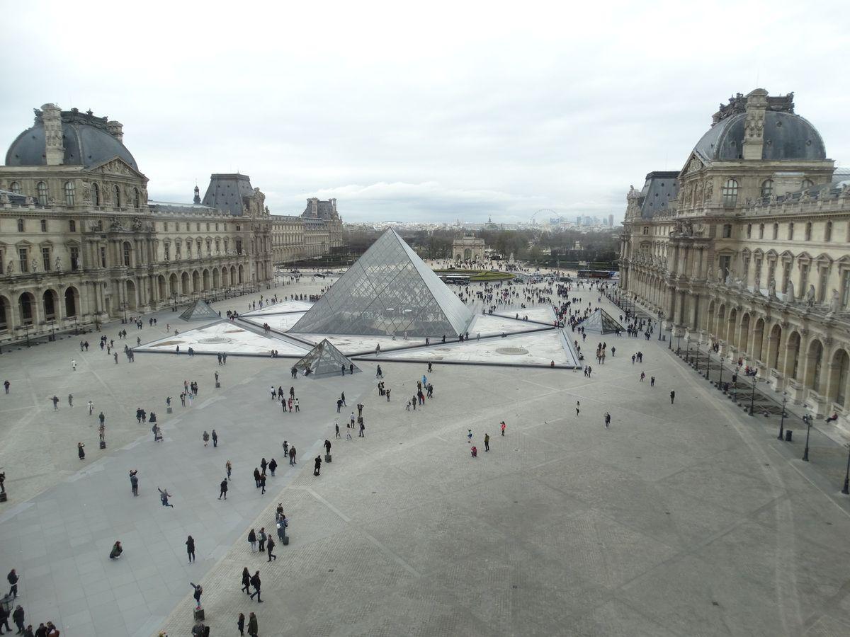 Deux photos prises ce matin 31 mars 2018 depuis le deuxième étage de l'aile Sully du Musée du Louvre.