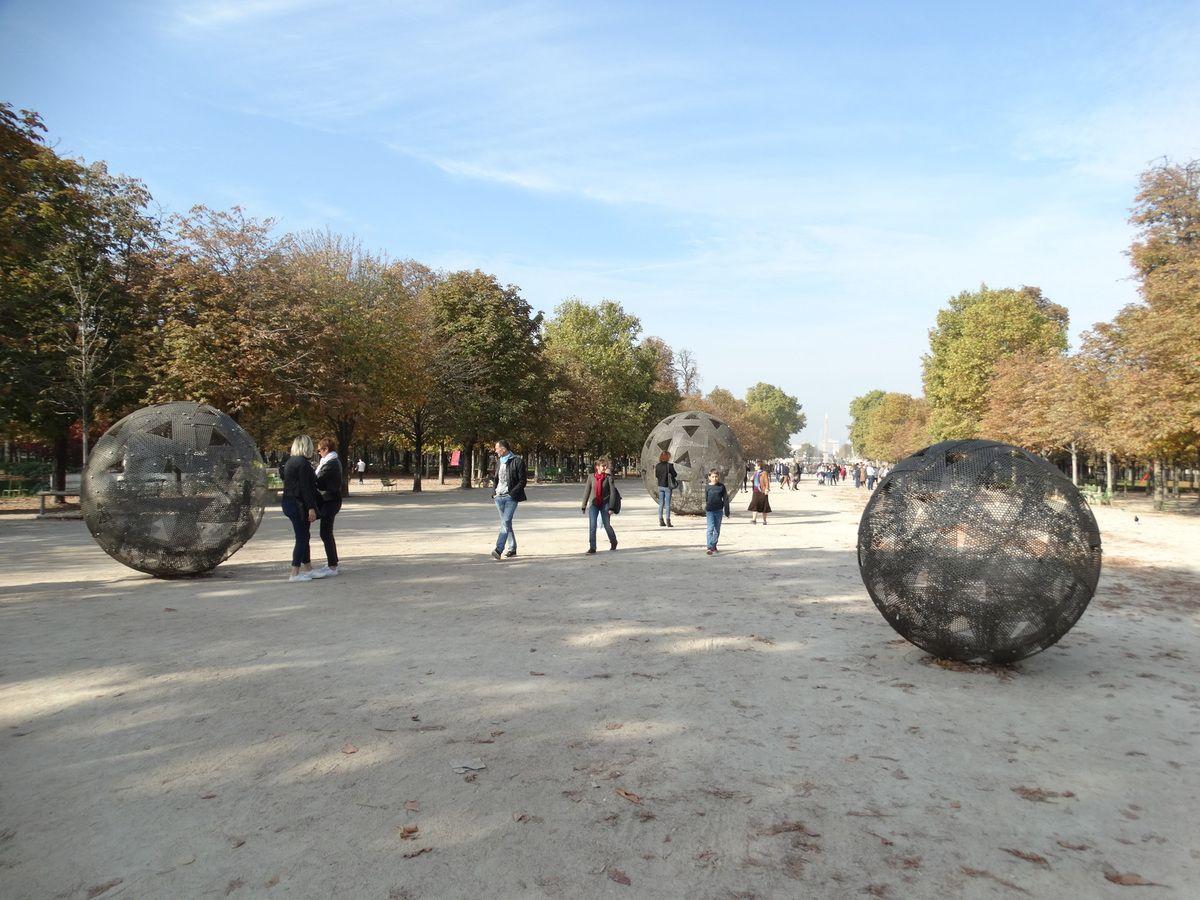 Vladimir Skoda - Sphères de ciel – Ciel de sphères (2004,2018) ; Acier inoxydable 3 élément ; 280 cm ø, 210 cm ø, 160 cm ø