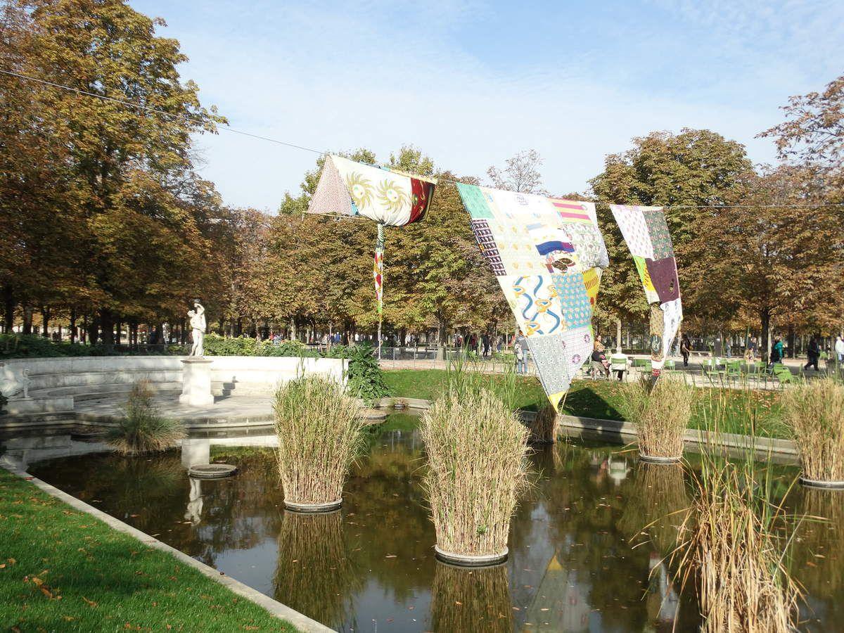 Tere Recarens - FAIRE L'AVENTURE, 2009-2018 ; Tissus, corde et pinces à linge ; 290 x 410 cm, 140 x 440 cm, 370 x 565