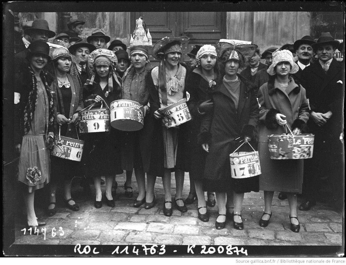 28/11/26, course des catherinettes, l'équipe gagnante (1926) - photographie de presse - Agence Rol  Agence photographique - Source : gallica.bnf.fr / Bibliothèque nationale de France