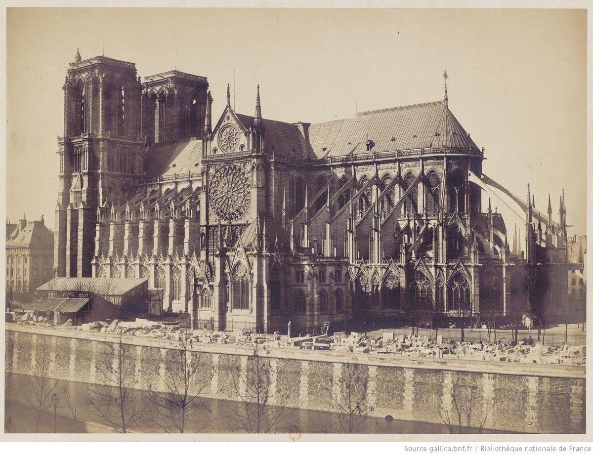 Attribué à Gustave Le Gray (1820-1884) - Notre Dame de Paris vue de côté, depuis la rive gauche (1859) – photographie - Source : gallica.bnf.fr / Bibliothèque nationale de France
