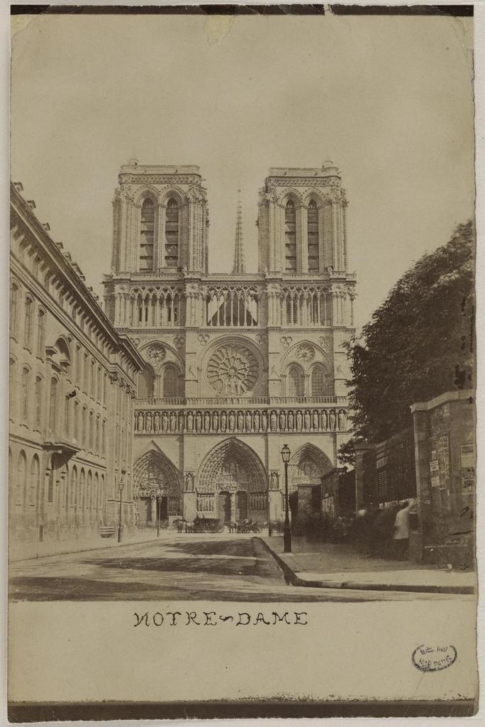 Paris. Cathédrale Notre-Dame. Façade occidentale (1859) – photographie – Source :Ville de Paris / BHVP / Roger-Viollet