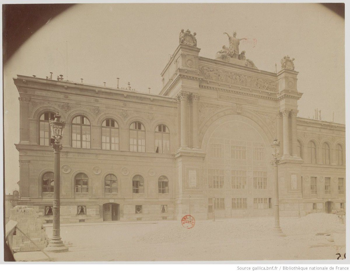 Eugène  Atget (1857-1927), Palais de l'Industrie : Démoli novembre 1899, photographie, source : Gallica / Bibliothèque nationale de France