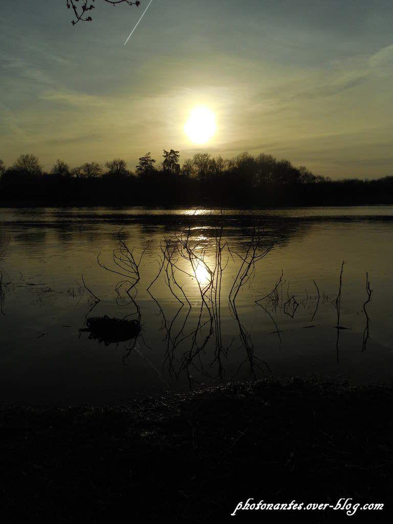 Coucher de Soleil sur le marais en aval du pont
