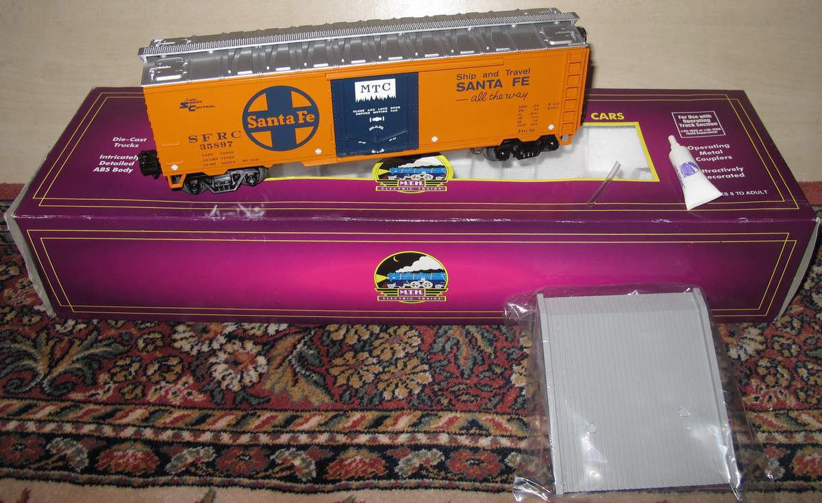 MTH Premier Santa Fe Operating Reefer Car