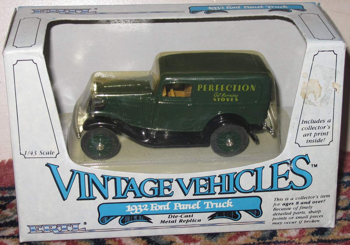 1932 Ford Panel Truck 1/43 Vintage Vehicles ERTL