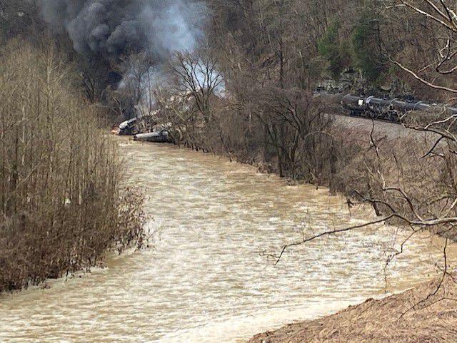 Un train CSX prend feu