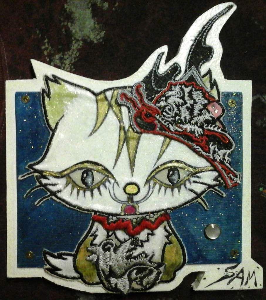"""""""  CAT  CHAT ET L' OISEAU  """"   Peinture sur soie. Plus broderie sur tapisserie , et  collage sur bois. 19 cm x 18 cm"""