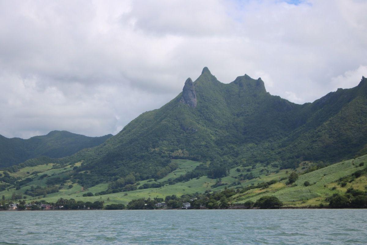 Maurice 4. Sortie en bateau : Îles du sud est (îles au phare, de la Passe, aux aigrettes, aux flamants, etc) ainsi que les chutes de la grande rivière sud-est et la côte sud-est.