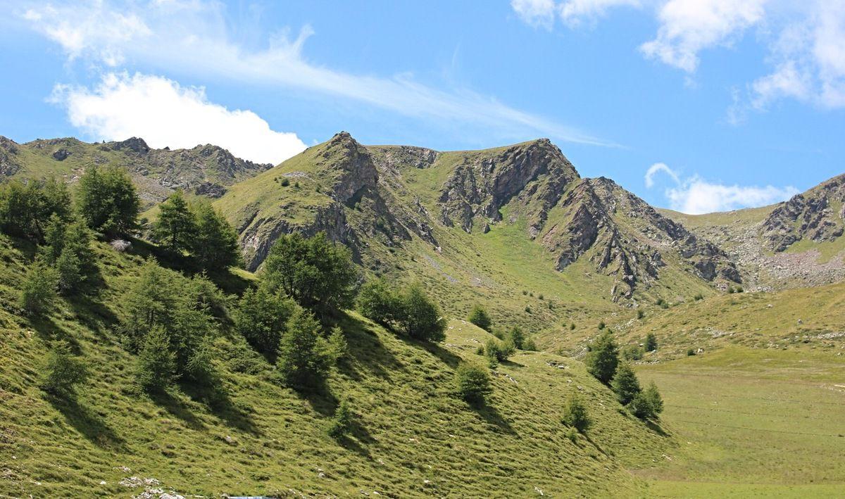 Passo del Tonale , les deux versants : montée près de la cime Presena, puis de l'autre côté vers le passage des contrebandiers.