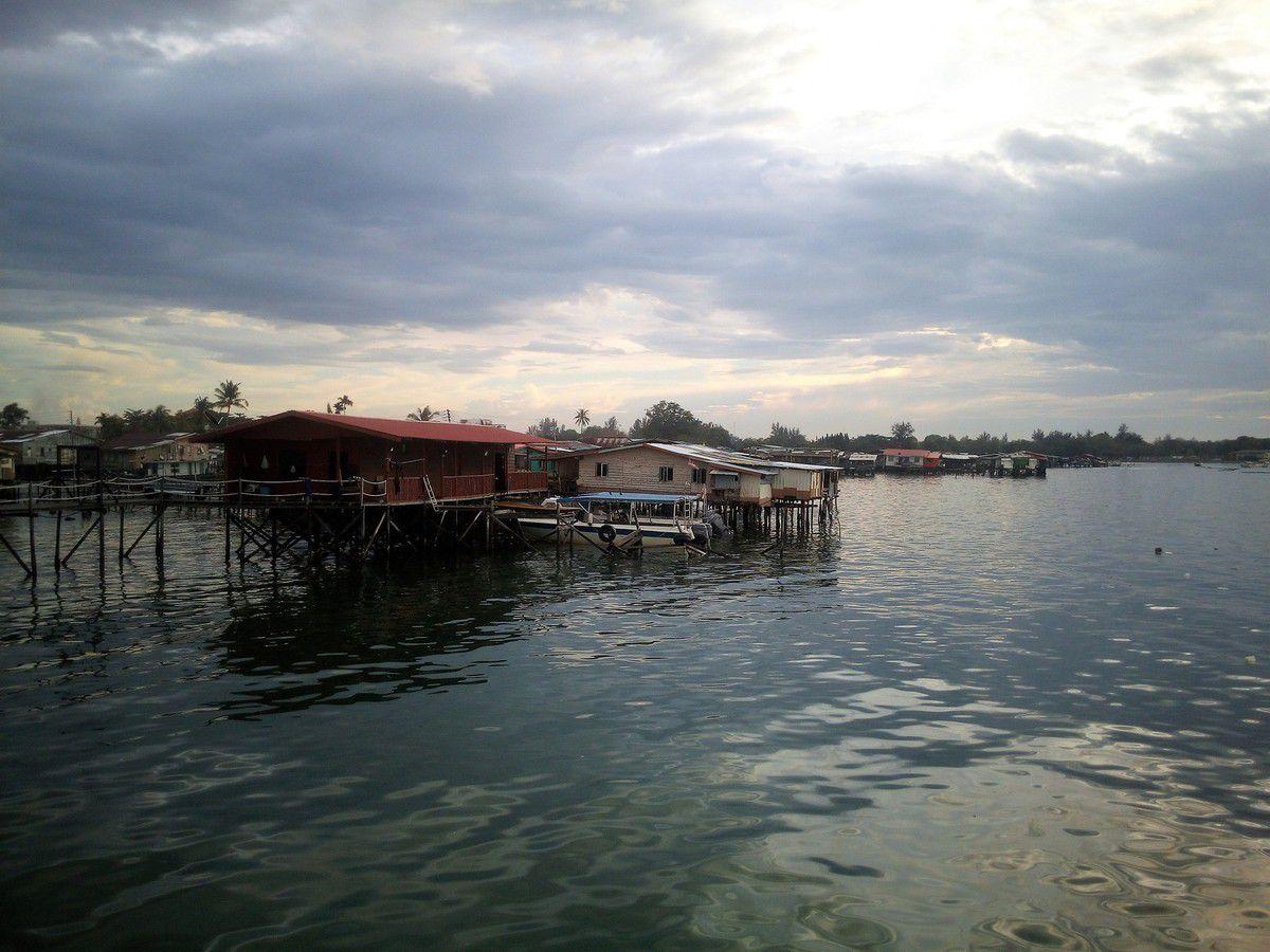 Bornéo: Sabah, orangs-outans, forêt primaire et Tambunan