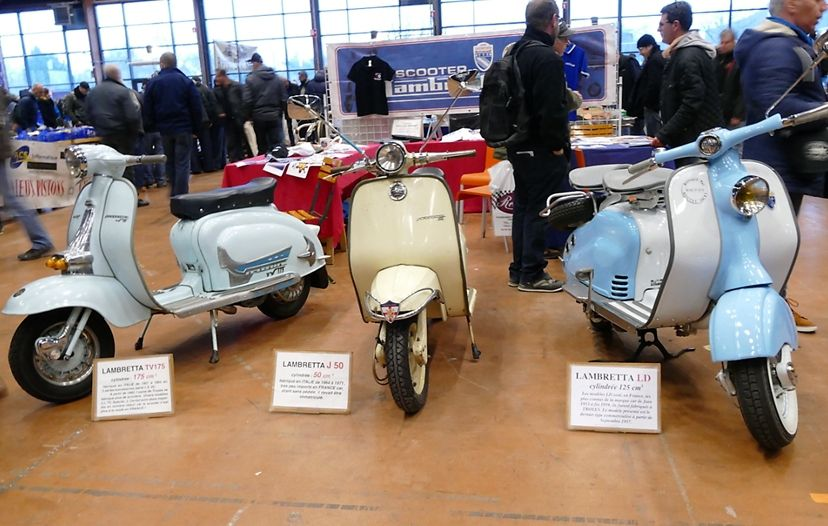Exposition des voitures anciennes de l'ABA44 aux 19 ème Puces Autos-Motos de la Beaujoire du dimanche 14 Janvier 2018.