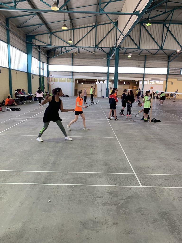 Arbitre départementaux et académiques en nombre !!! Résultats Min à Cavaillon Badminton