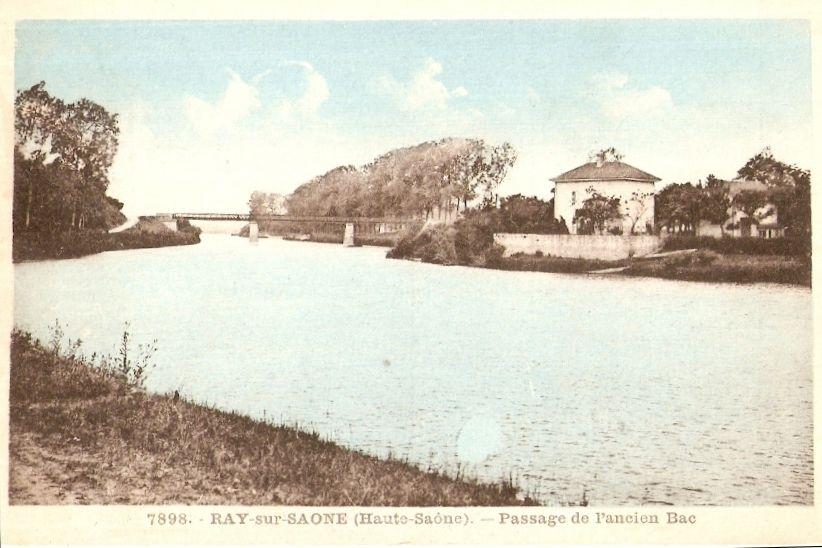"""Les 3 maisons (Maison Pillot, maison du Passeur, grange réhabilitée) ont été regroupées en un seul domaine privé qui porte aujourd'hui le nom de """"Domaine du Bac""""."""