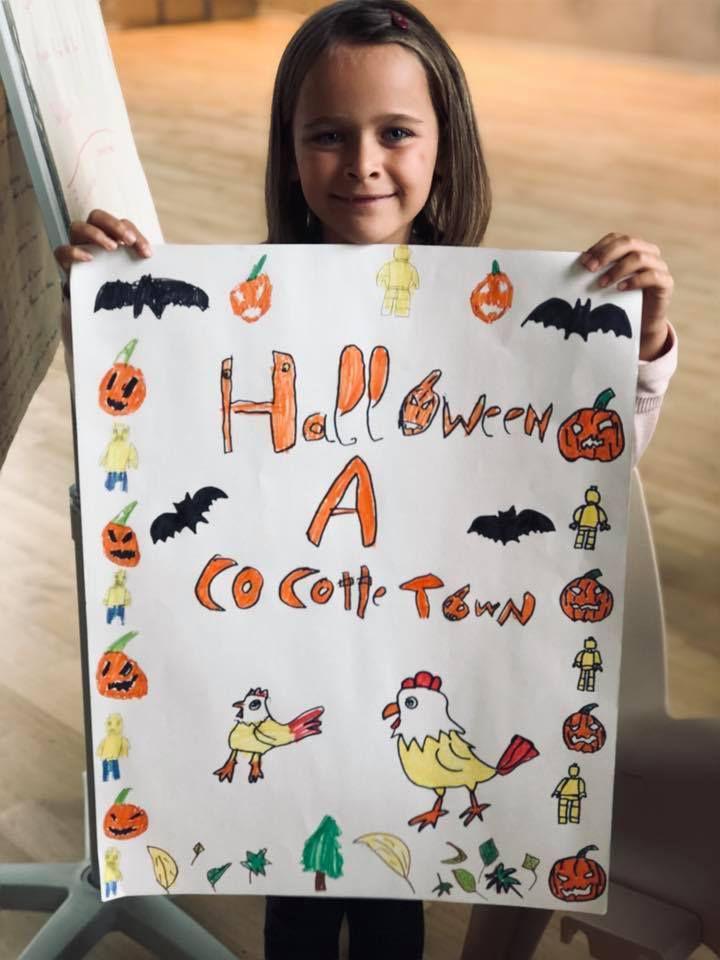 Lila très fière de son affiche !