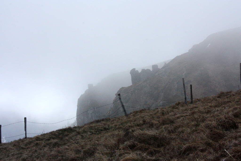 Le paysage aux alentours : randonnée sous les dernières neiges d'avril.