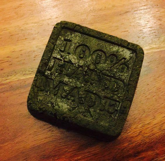 L'ortie peut se retrouver en cosmétiques, comme ici dans ce shampoing solide fait-maison ^_^