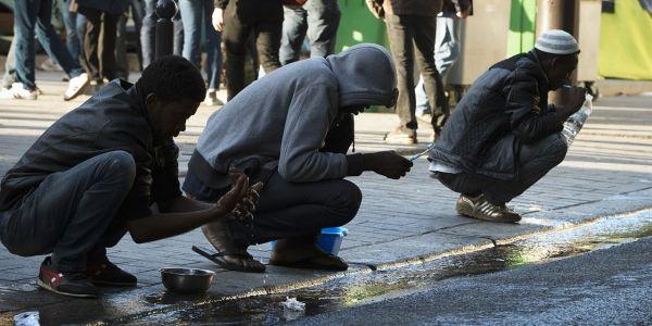 http://www.europe1.fr/societe/nouvelle-evacuation-dun-campement-de-migrants-a-paris-1371682